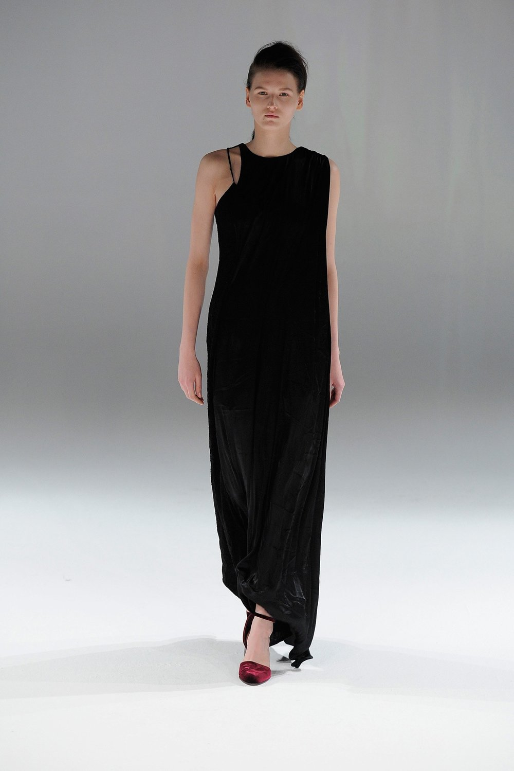 A transforming dress in Hussein Chalayan's Fall 2013 runway show. Image from Vogue.com.