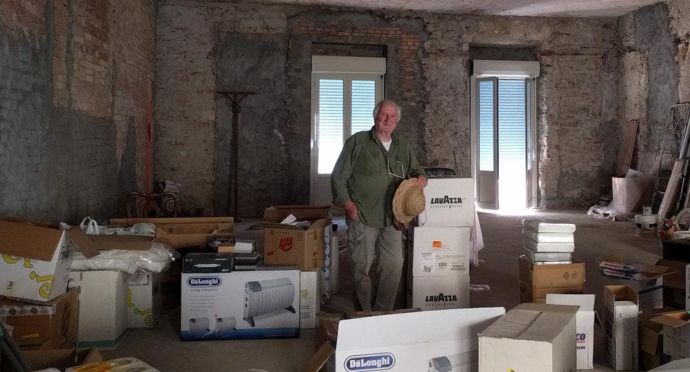 Carlo Casini in his former workshop. Photograph by Federica Pischiutta.