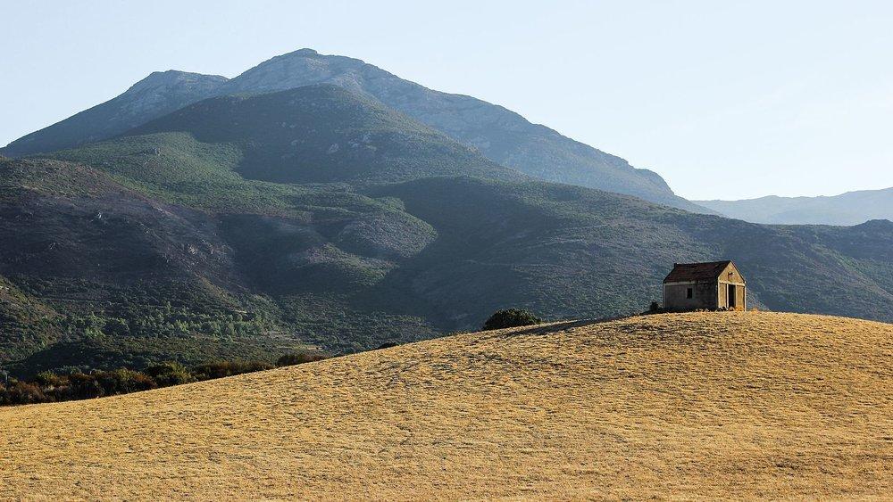 La_maison_de_la_prairie,_Corse.jpg