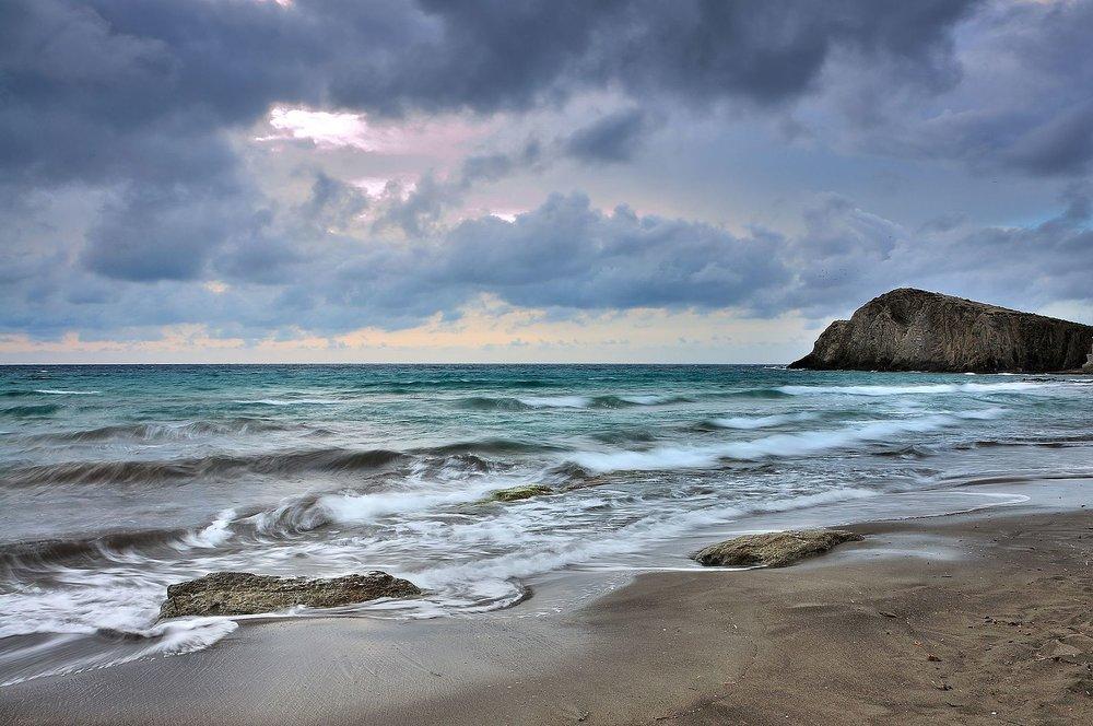 Nublada_mañana_en_la_Isleta_del_Moro.jpg