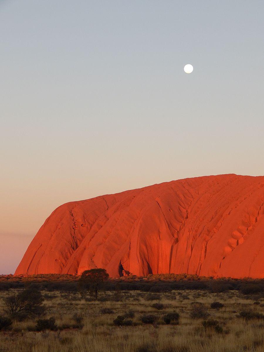 Uluru_at_dusk.jpg