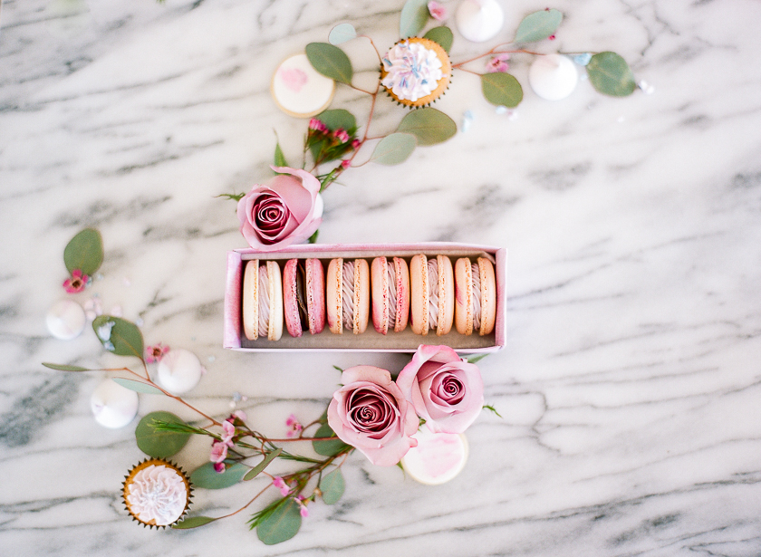 Becky  combined a perfect mixture of flowers + edibles here.  I love that she chose to add a chocolate macaron to this box for a pop of color!