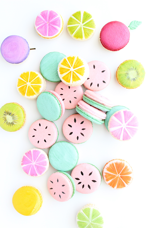 Round w. Line Art Macarons   2 Dozen Minimum  *Can Mix & Match any 2 styles of Macarons