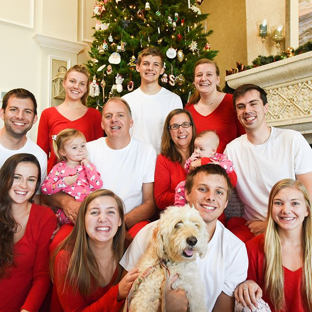 Merry Christmas from the whole gang! There is a throwback video from Christmas 2016 on the blog that you're not going to want to miss! {Click the link in our bio to watch.} And be on the lookout for more Christmas pictures in the coming days. ⬅️ p.s. swipe left for a more accurate depiction of our family 😂