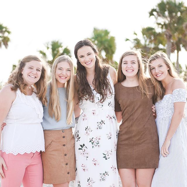 Family photos are up on the blog today! #shesjustmysister #familyphotos