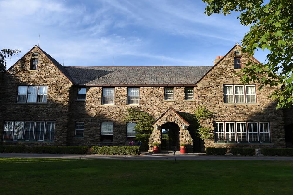 Fern Hall Inn Front Enterence.JPG