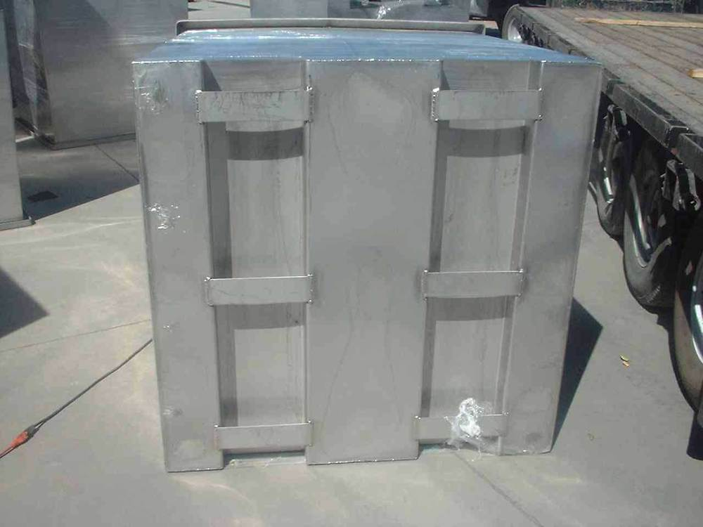 HEAVY DUTY TURN BAR OPTION ON THE BOTTOM ALLOWS FORK LIFT ROTATION FOR EMPTYING, CLEANING, WASHING AND INVERTED STACKING