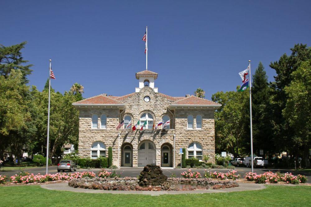 Sonoma city center