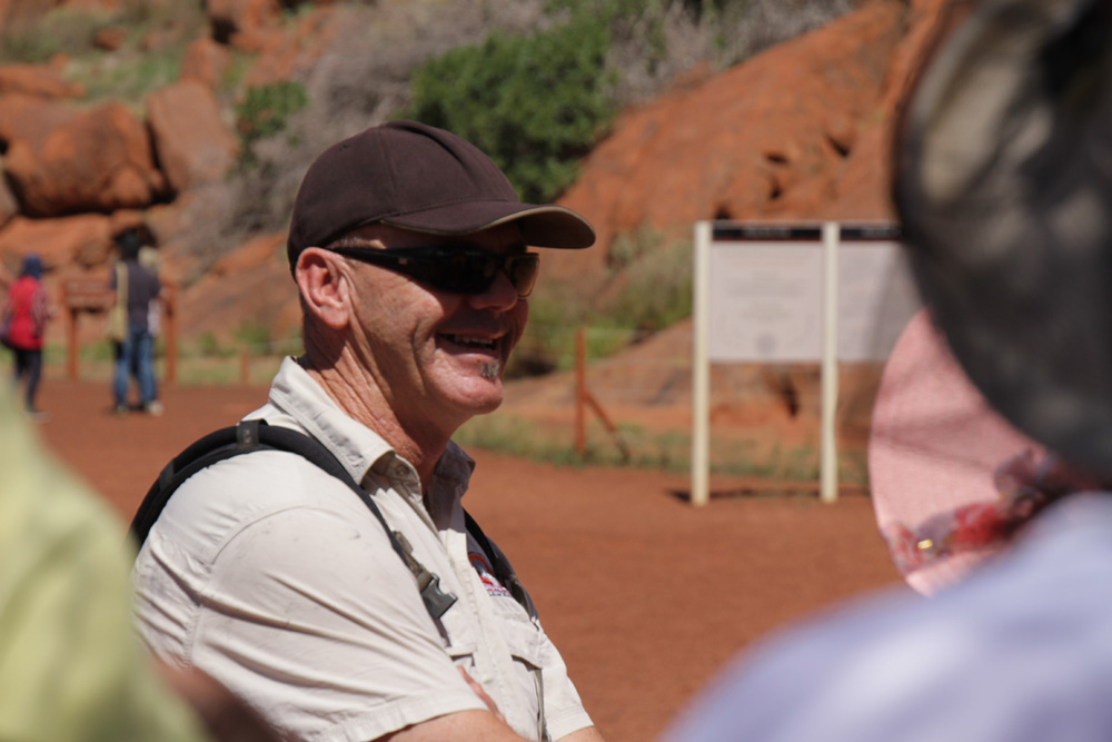 emu-run-tours-uluru-guide.jpg