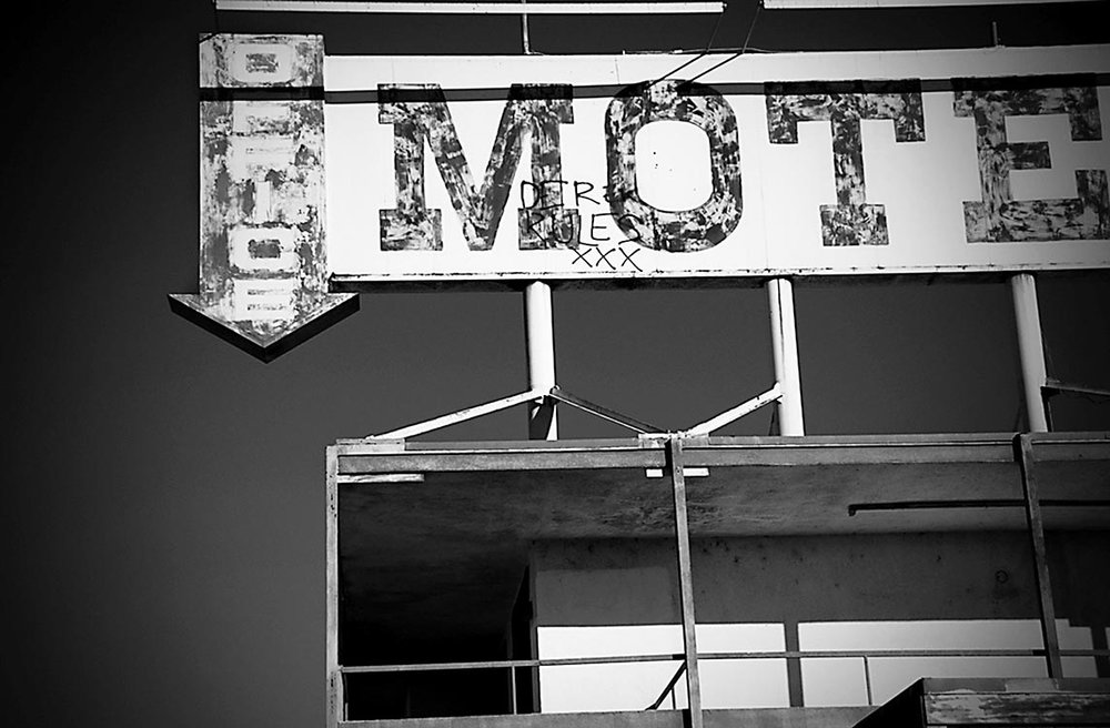 Salton-Sea-Motel-sign-B&W (2016_05_13 12_13_08 UTC).jpg