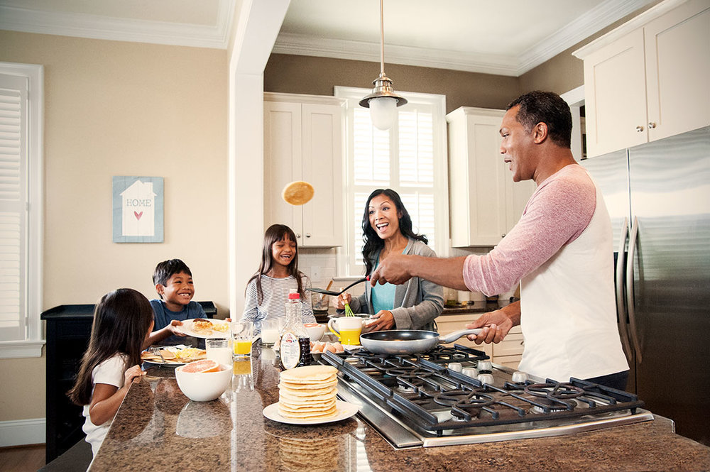 dad-flipping-pancakes_8694.jpg