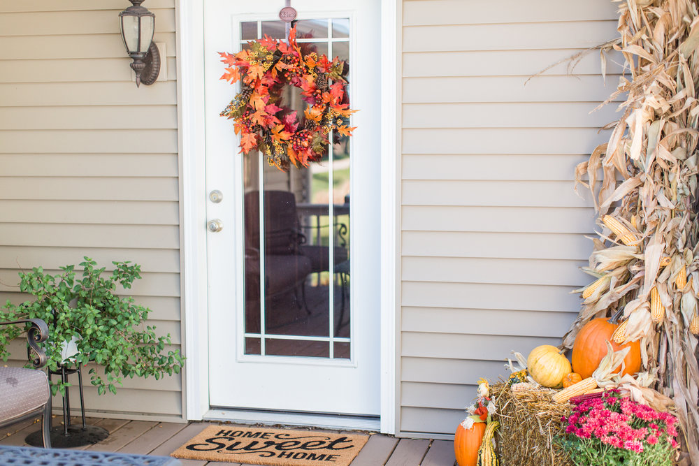fall decor | front porch | pumpkins | straw bale | decorating | stephanie lynn photography
