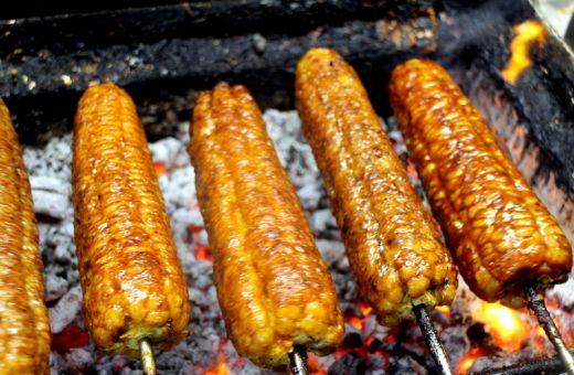 夜市使用的豆瓣醬,辣椒醬等醬汁,有可能是未經過審核檢驗的產品。