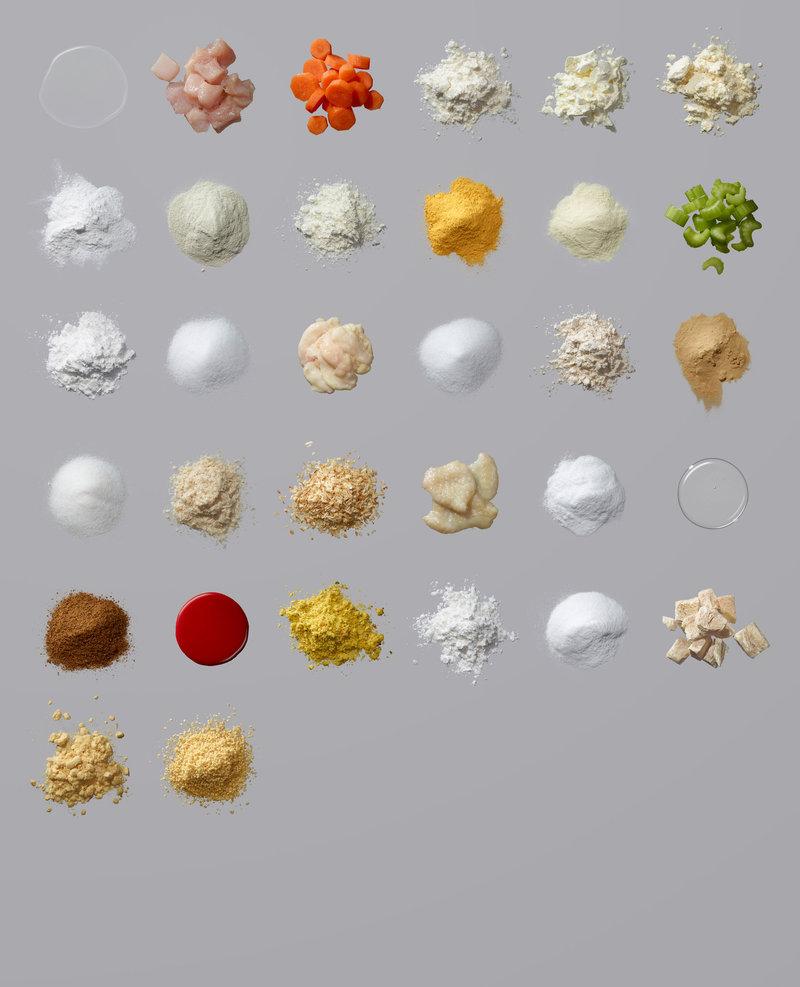 「Campbell's Chunky」生產的經典雞肉麵條湯罐頭成分。