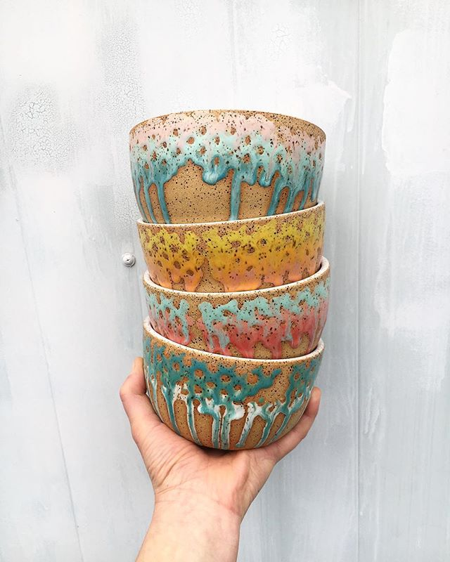 This juicy color combo is headed to LA ☀️ snapped a picture while the sun peaked out and then back to rainy weather here in the Bay. . . . . . #drippyglaze #uniqueceramics #juicyglazes #handmadehomewares #wheelthrown #ceramichomewares #bayareapottery #corrinceramics