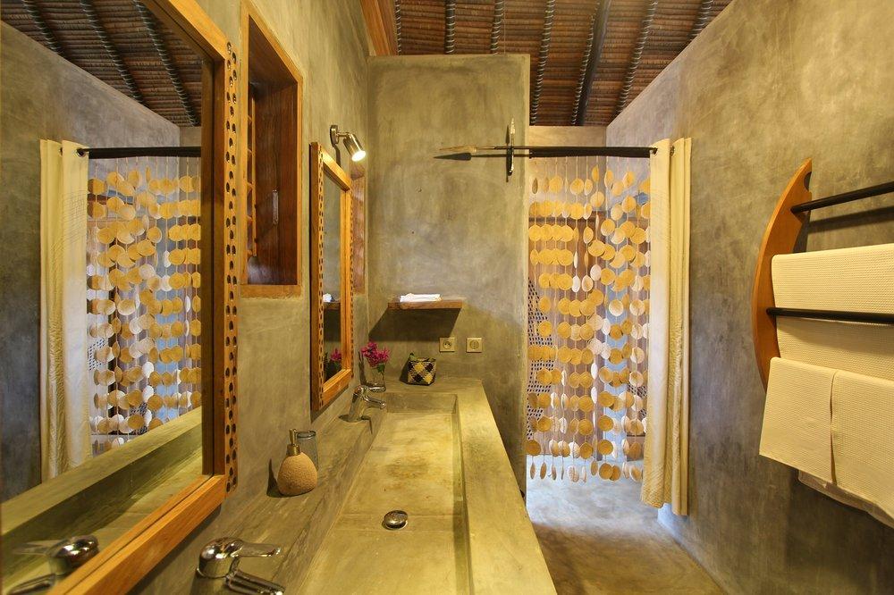 Luxury Bathroom L'Heure Bleue Hotel