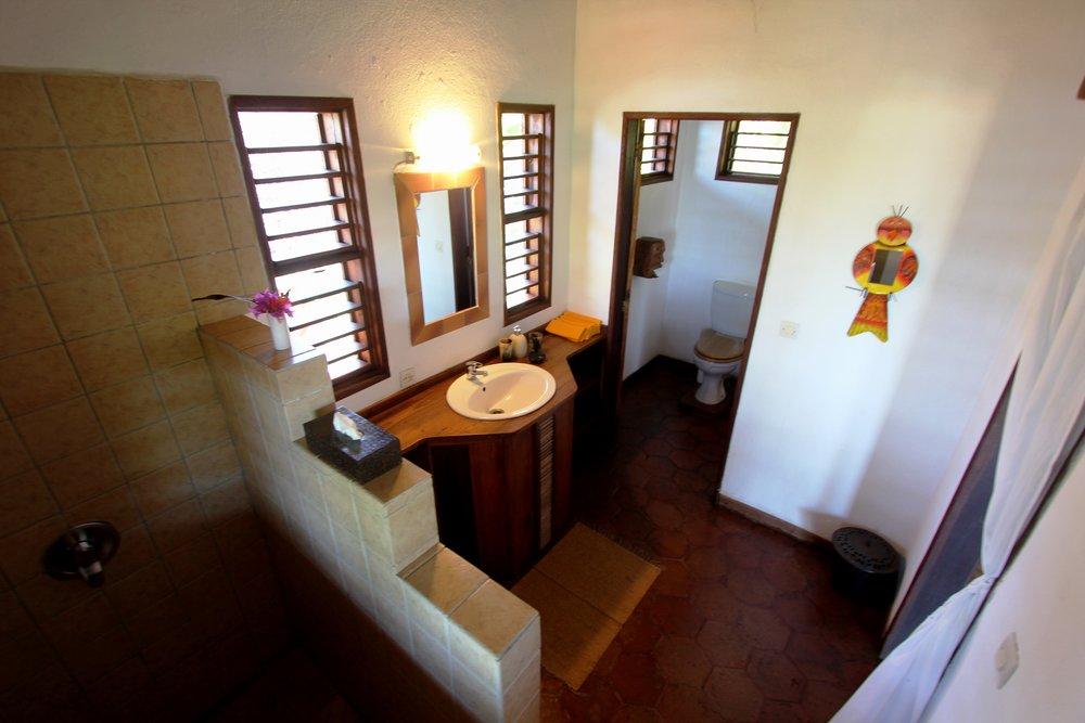 Ravinala_Bathroom (1).jpg