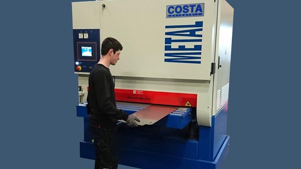Vores nye Costa MD5 er taget i brug. Her afgrates et pladeemne i rustfrit stål