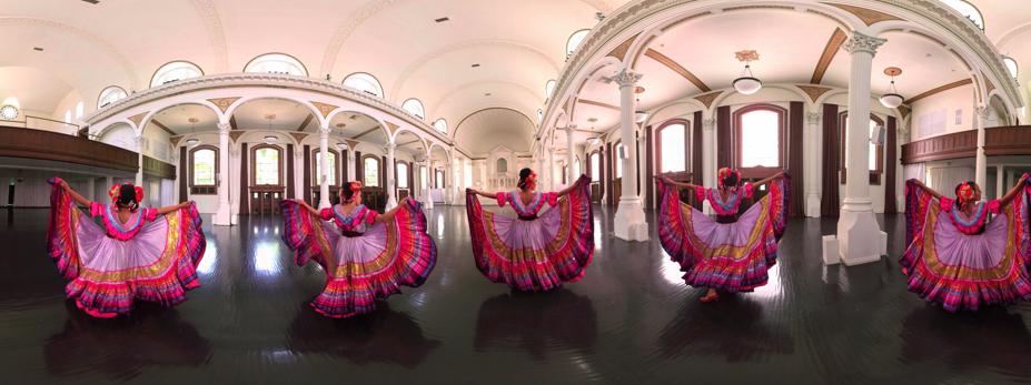 Fuerza imprevista - Jaunt VR. Mexico, 2016.Esta peza é unha colaboración entre as artistas mexicanas Mariachi Flor de Toloache (gañadoras do Grammy Latino) e a compañía de danza Leyenda. Unha deliciosa experiencia inmersiva que combina arquitectura, música e baile nunha interpretación moderna da tradición mexicana.