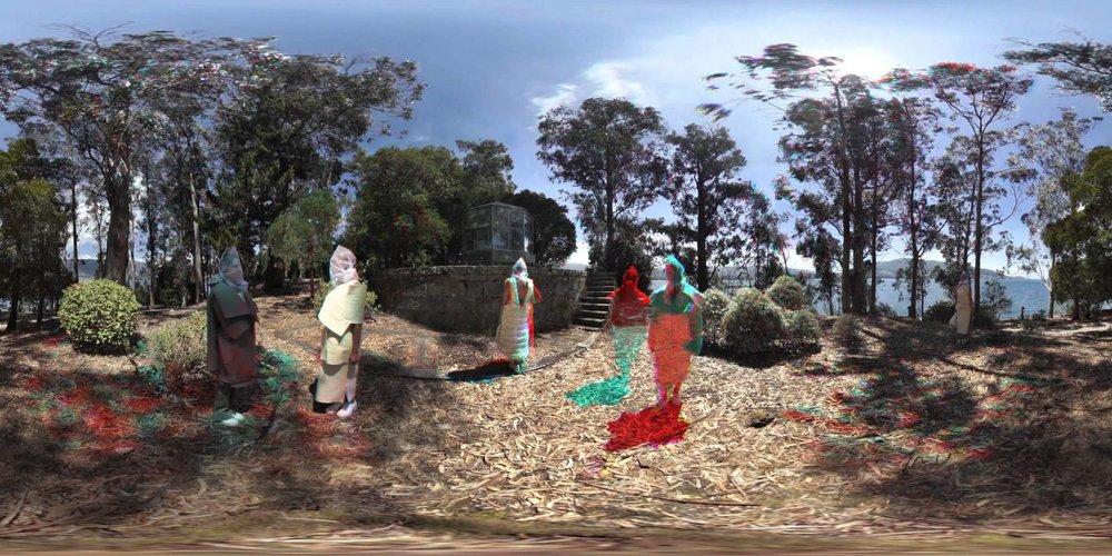 Fragments - Bermudas.land. Galiza, 2015.O primeiro fashion film en 360º do mundo é esta peza rodada na Illa de San Simón, dentro do taller Exploradores organizado polo festival SinSal. A partir dunha colección da deseñador Sonia Carrasco, 'Fragments' mergúllanos no misterio dun lugar singular no que o peso da memoria histórica dialoga coa natureza, a innovación e a creatividade.