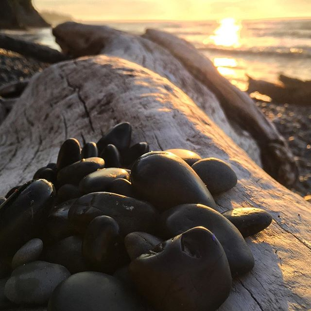 Can you even imagine how many years these rocks have spent getting tumbled around in the ocean? Taken as the sun fell into the Strait of Juan de Fuca on a long July night. . . . . #juandefuca #wa #washington #pnw #pacific #agameoftones #earthfocus #ourplanetdaily #splendid_earth #getlost #explorer #keepexploring #instapassport #exploretocreate #justgoshoot