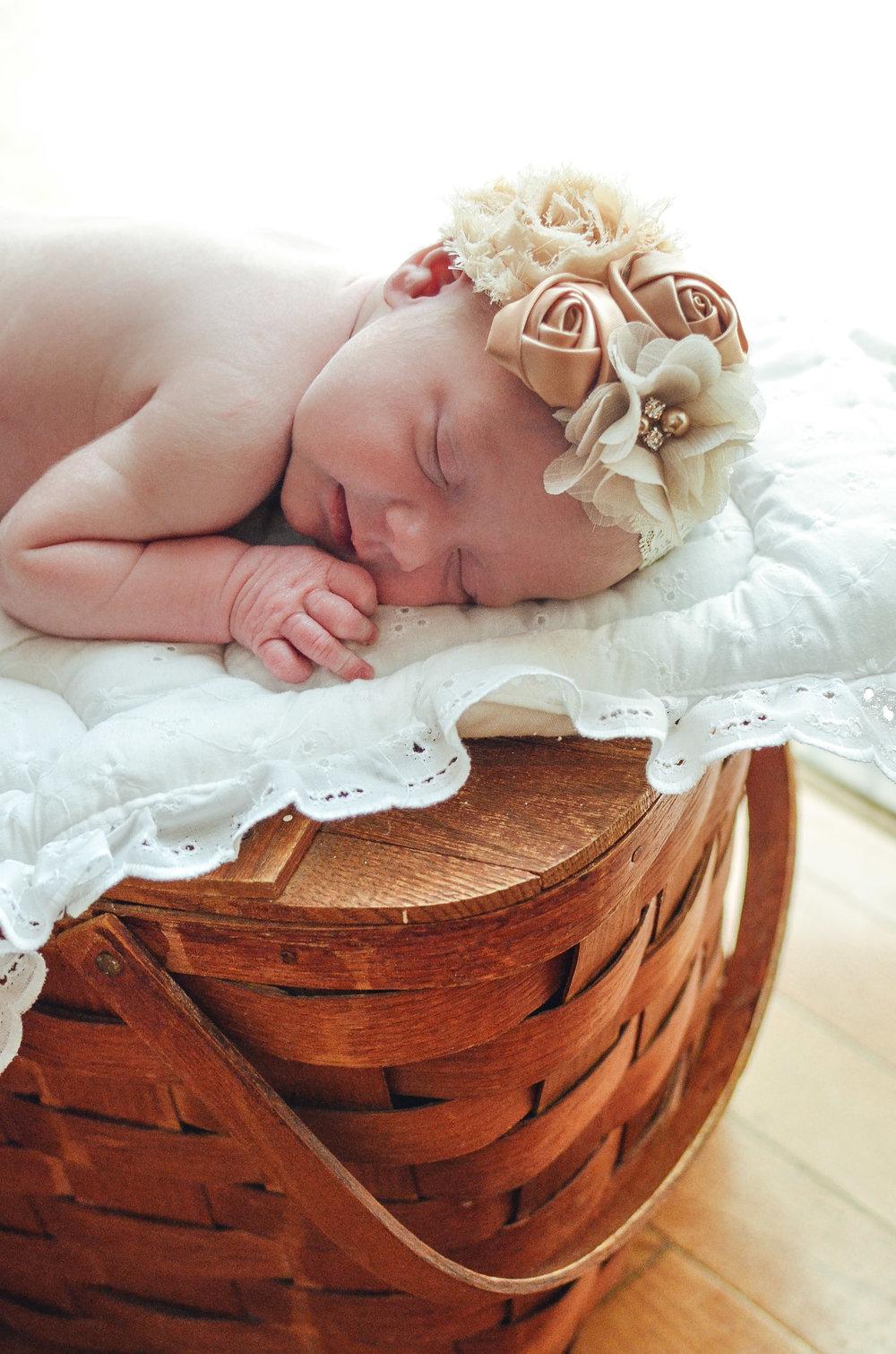 Maddie.Newborn-19.jpg