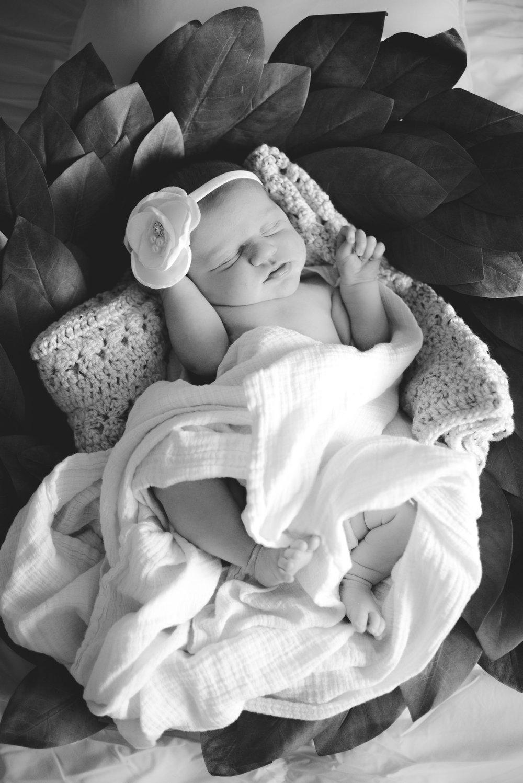 Newborn.Lyncon.B&W-2.jpg
