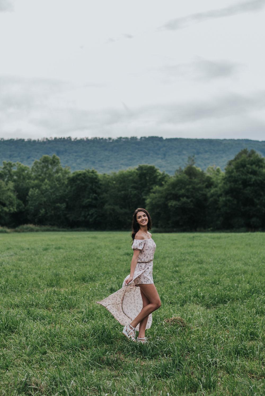 Senior.Olivia.Pink&Fields-4.jpg