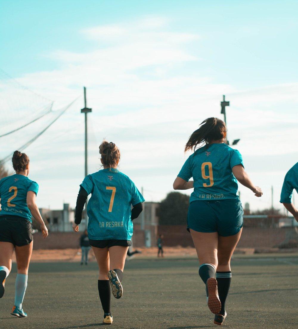 athletes-football-players-game-1198172.jpg