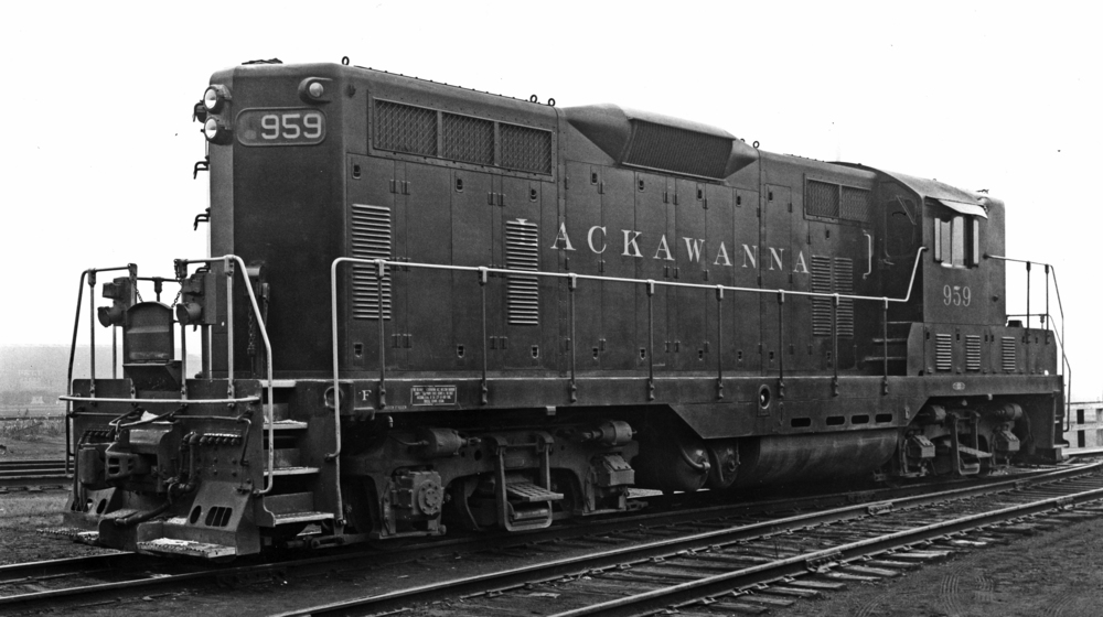 A nearly new No. 959 is pictured here in Binghamton, NY in the early 1950s. (DL&W photo)