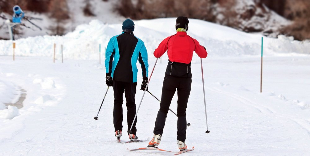 cross-country-skiing-3020751_1920.jpg