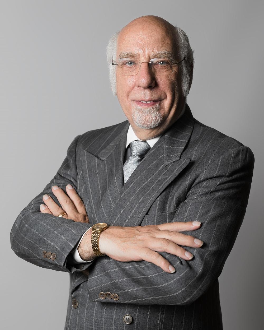 Ronald Haweses el Fundadory Presidente -