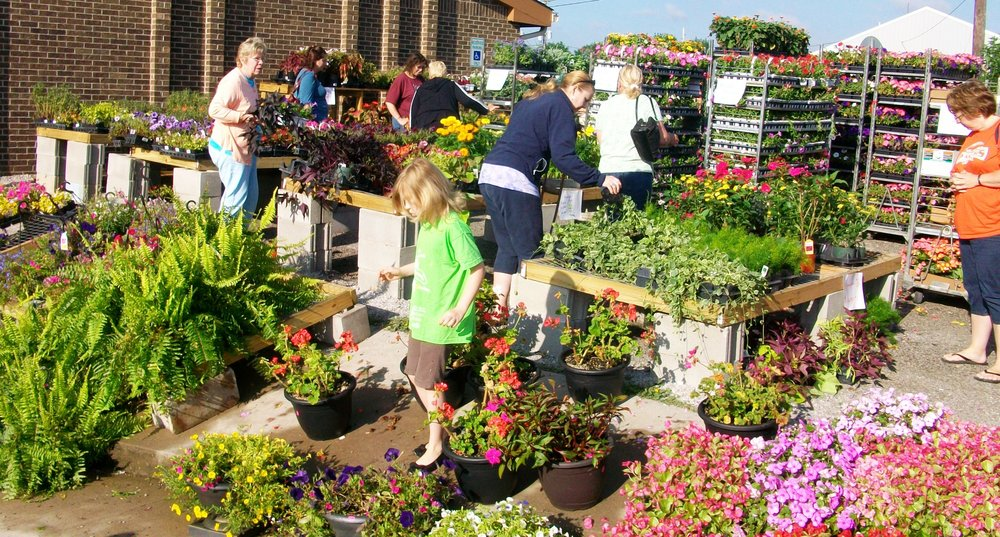 2011 Flower Sale Photo.jpg