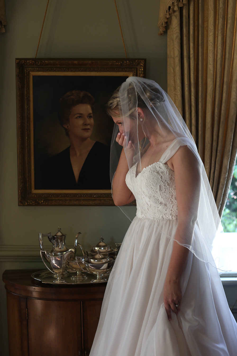 Just before walking down the aisle, Elizabeth stopped and took a moment to remember her Grandmother with whom she had an amazing relationship and bond.