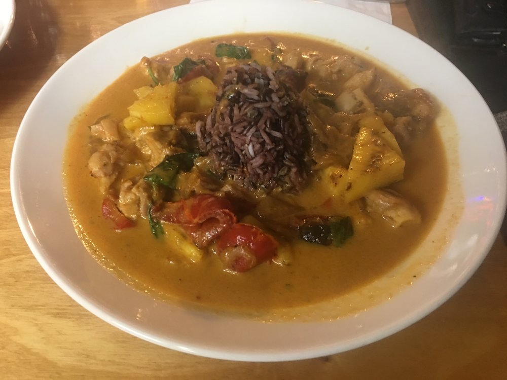 Gaeng Saparote - Pineapple Curry (Red Curry)