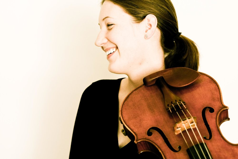 Hannah Shaw - Violist Hannah Shaw (b. 1984, South Carolina, USA) enjoys a career spanning a wide variety of musical styles.  As a chamber musician, Hannah has performed throughout Europe and the US as a member of The Hague String Variations and Trio De Kooning, as well as with such musicians as Liza Ferschtman, Dimitri Ferschtman, Atar Arad, Elisabeth Leonskaja, Gordan Nikolic, and Michel Strauss, among others; and she appears regularly at such festivals as Open Chamber Music at Prussia Cove, Festival de Musique de Chambre à Giverny, Grachten Festival, Kneisel Hall Chamber Music Festival, and Casalmaggiore International Festival.   Through her interest in contemporary music, Hannah performs regularly with the Asko|Schönberg Ensemble; has collaborated with such notable composers and conductors as Reinbert de Leeuw, Kaija Saariaho, Peter Eötvös, Huang Ruo, Heinz Holliger, Eliott Carter, Louis Andriessen, Sofia Gubaidulina, and James MacMillan;  has had works written for her by Pulitzer Prize winner Caroline Shaw, Victoria Cheah, and Timo Andres;  and has appeared in the Acht Brücken Festival, Saariaho Festival Den Haag, Huddersfield Contemporary Music Festival, Holland Festival, Juilliard's Focus! Festival, and MoMA's Summergarden series. With Trio De Kooning, she received a grant from the Netherlands-America Foundation for her presentation of contemporary works for string trio.  Hannah has also served as guest leader with a number of orchestras, including BBC National Orchestra of Wales, The Hague Philharmonic, and Arnhem Philharmonic; and can regularly be heard playing with the Rotterdam Philharmonic, Nederlands Kamerorkest, and the Noord Nederlands Orkest. Hannah received her Bachelor of Music degree with honors from the Oberlin Conservatory of Music, where she was a student of Roger Chase.  She was awarded a Master of Music degree from The Juilliard School, where she studied with Samuel Rhodes of the Juilliard String Quartet.