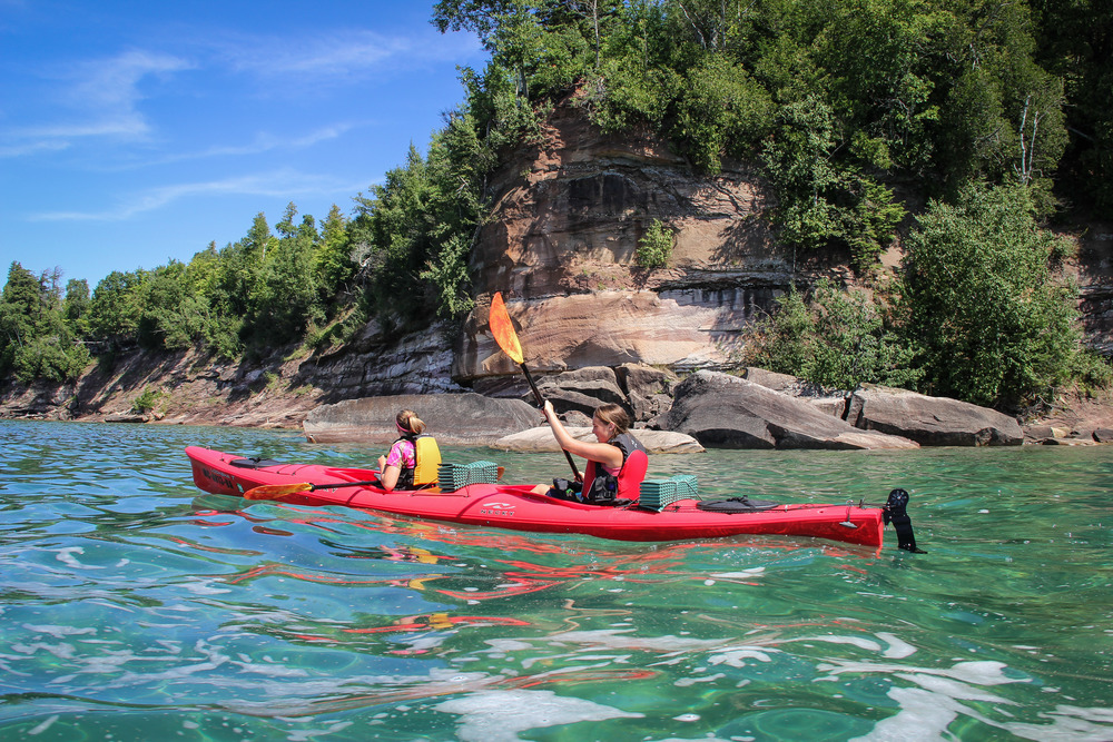 Paddling up the western side of Grand Island towards Mather Beach, our lunch destination for this trip.