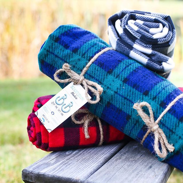 The perfect last-minute gift!🎁 60 Trios remaining! Order today to guarantee delivery before Christmas in MA, NH, and RI. Receive 3 of our best-selling plaid blankets, and 3 will be donated to shelters in New England🎉❤️