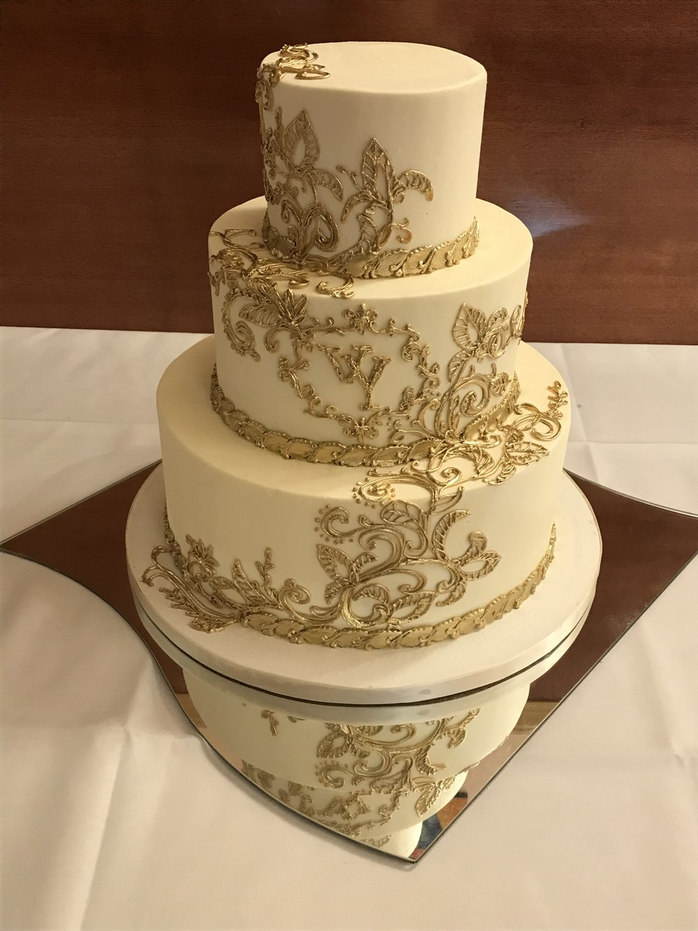 gold piped buttercream wedding 2.JPG