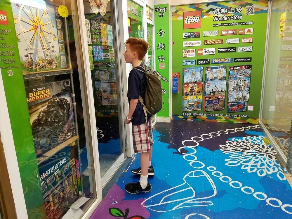 AAAAAAAAAAAAAA.... Milo discovers a Lego store.