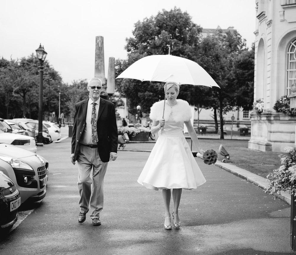 Cardiff City Hall wedding photos. Wedding photographer cardiff, south wales,