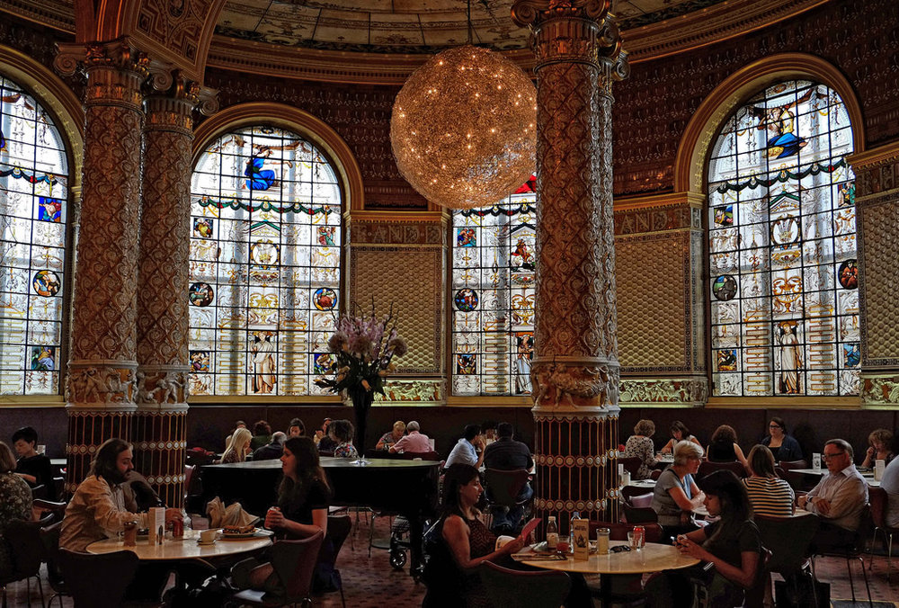 V&A cafe, if in doubt follow the smell of coffee. Image credit Eric Huybrechts