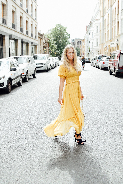 Sonja Silk Crepe dress in honey 789€ Size 34,38