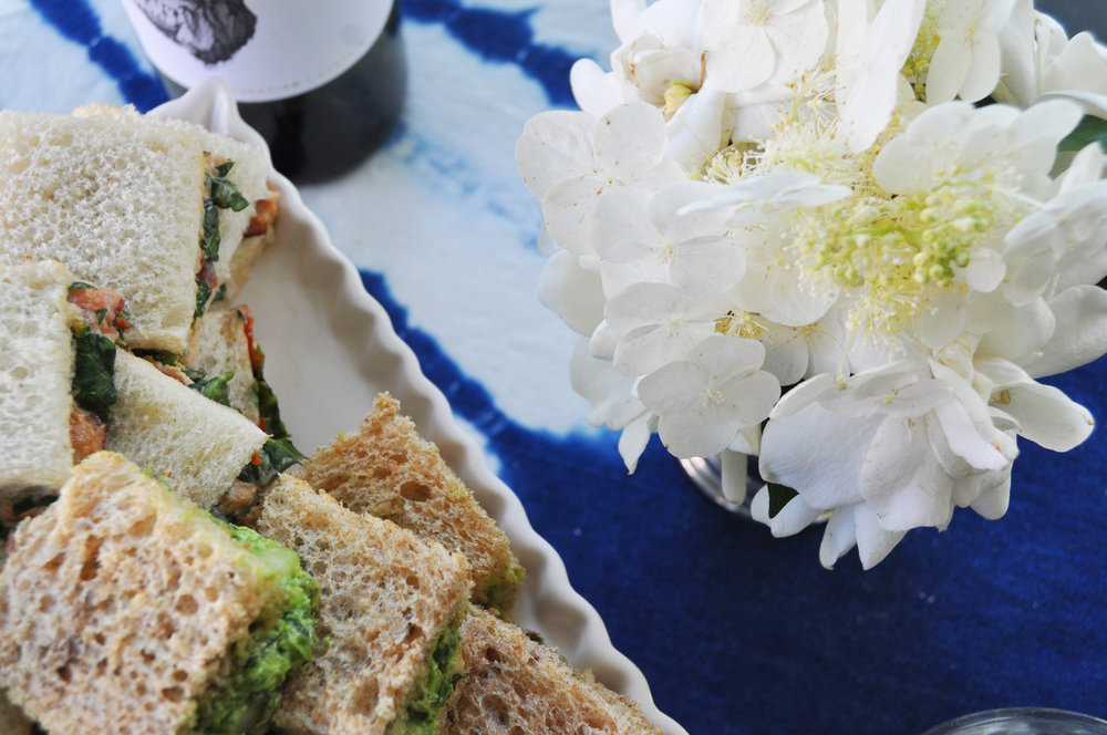 finger-sandwiches-and-flowers