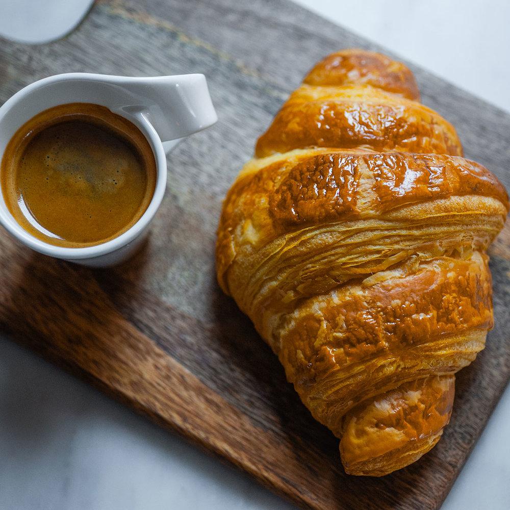 Nybakade och frasiga croissant varje dag.
