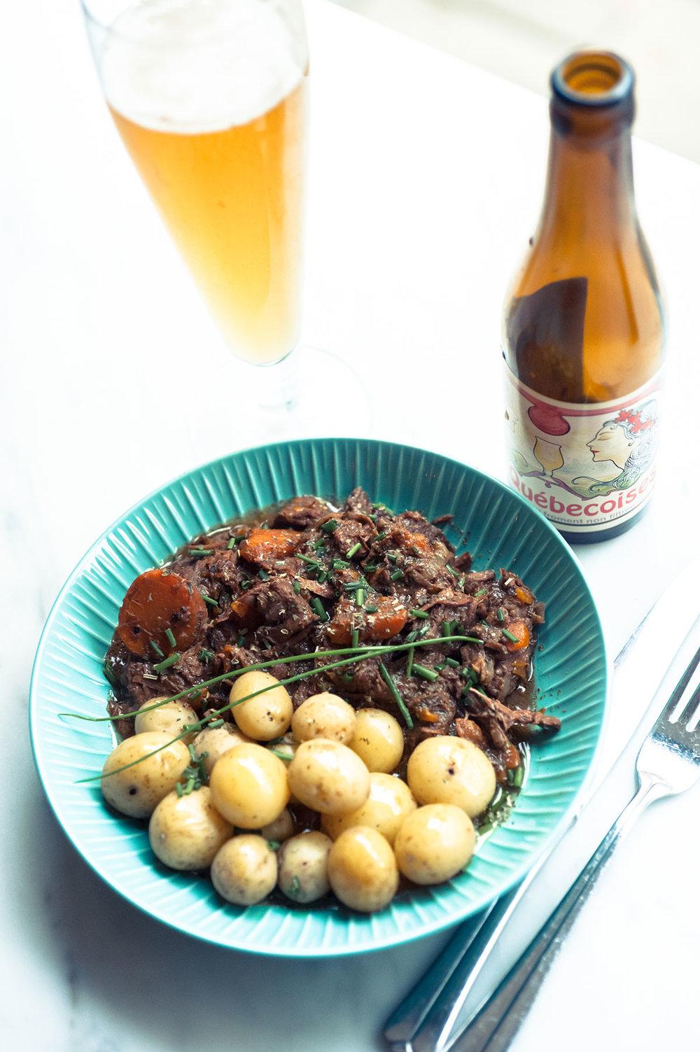 Boeuf Bourguignon med en öl. För allt passar till Boeuf Bourguignon.