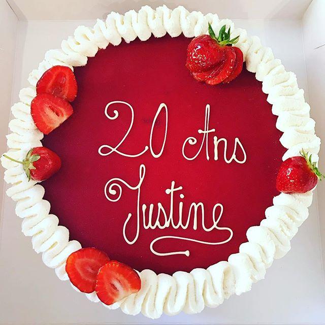 20 ans!!! Joyeux anniversaire Justine 🍓🎉🎀💕🥂Grattis på födelsedagen!!! #hejasverige💙💛 #stockholm #pastrychef #pastry #patisserie #baka #pastry