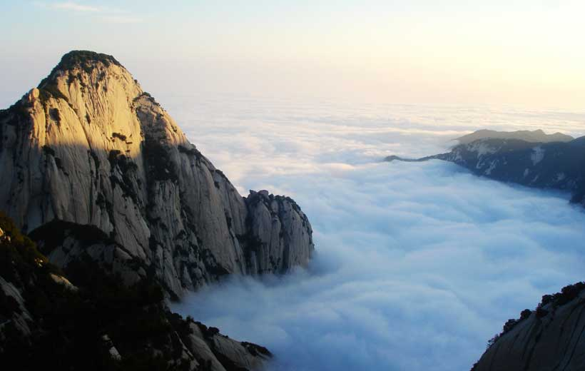 Mt. Hua Photo source: http://huasha16.com