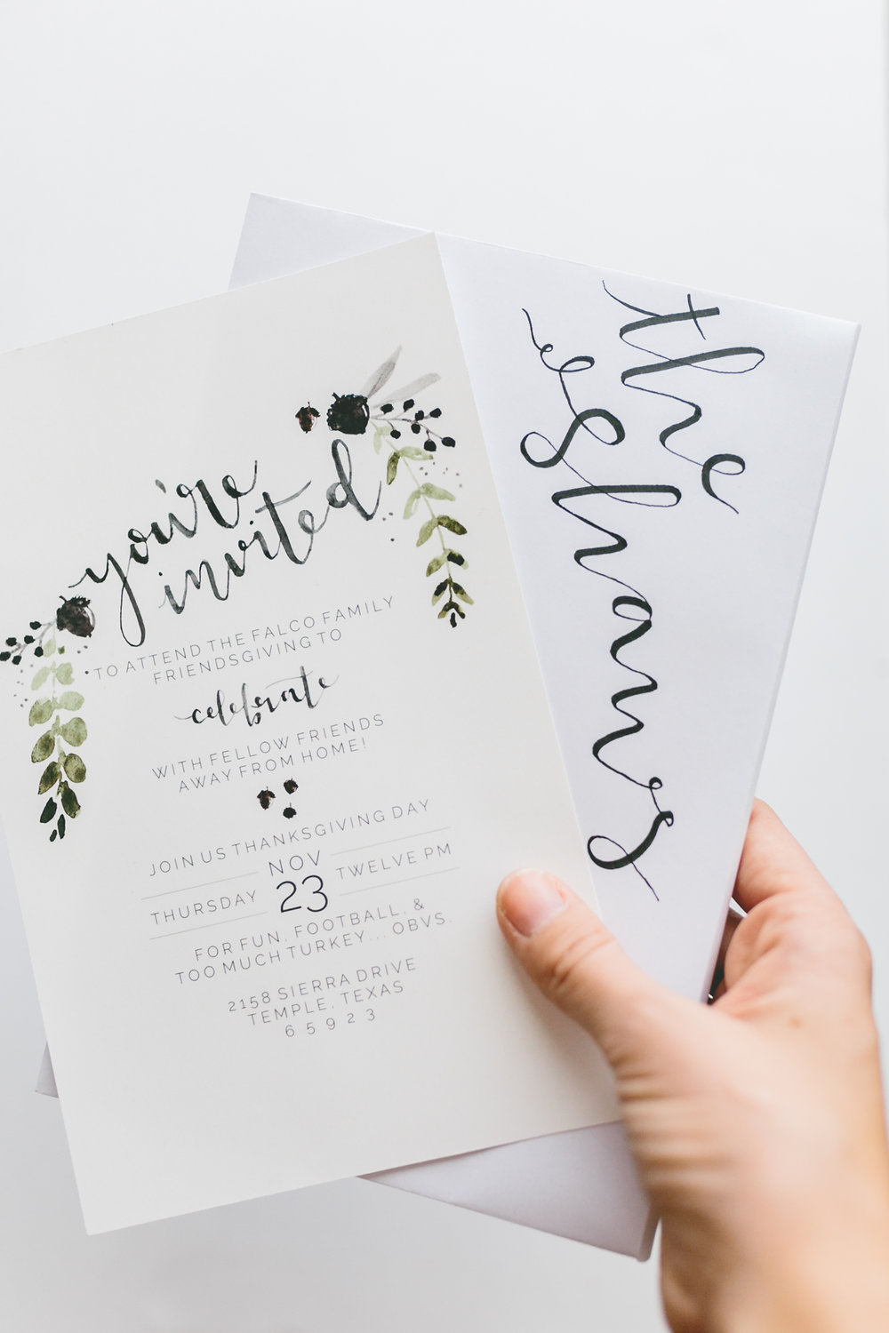 These free, fall hand-painted watercolor graphics and letting will make your thanksgiving invitations really stand out! Also included in the link are leaves, pumpkins, acorns, and apples!