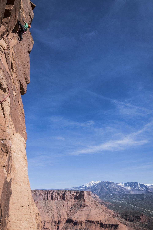 @clmbrlifr high above Castle Valley on desert cassic Fine Jade (5.11). PC @sstroeer. #mountainhardwear #metoliusclimbing #chasingsunshine #purejoy #youradventure